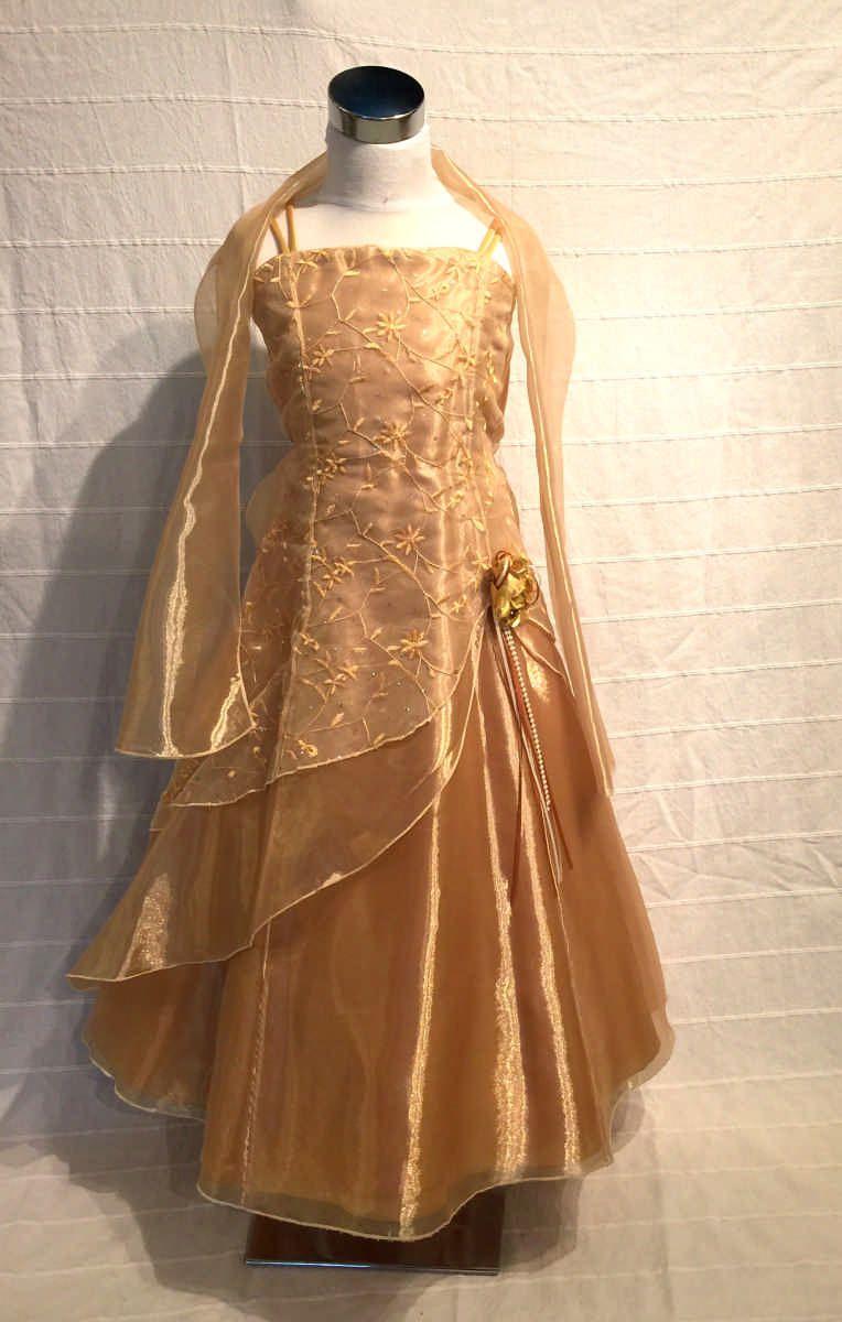 Koszorúslány ruha KO 148 : Arany gyerek koszorúslány ruha válán fátyolszerű széles vállkendővel A vonalú sifon ruha minden méretben