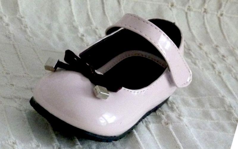 Koszorúslány cipő 21 : fehér lakk selyem tap belső