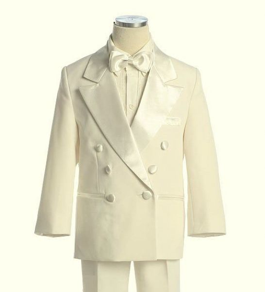 elsőáldozó fehér öltöny