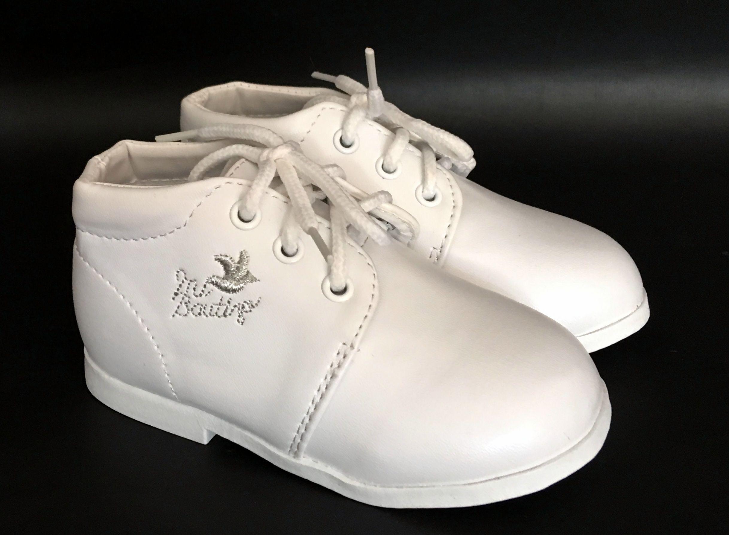 Kisfiú keresztelő cipő 8900.-Ft : Ezzüst szállal hímzett keresztelő cipő kisfiúknak kemény talpú
