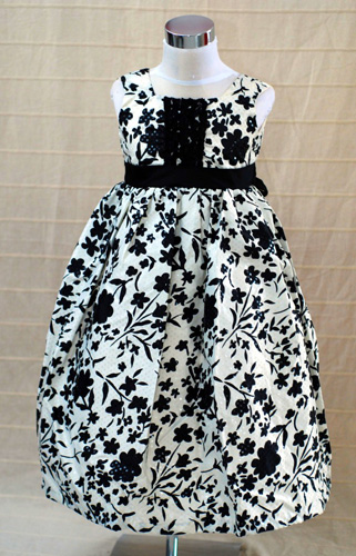 Koszorúslány ruha KO 021 : alaklmi ruha magyaros sújtással amerikai modell csill'mokkal hihetettlen áron ''