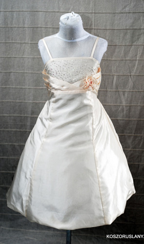 KO 066 13980.-Ft : koszoruslány ruha, szatén, csipke kombinácioval
