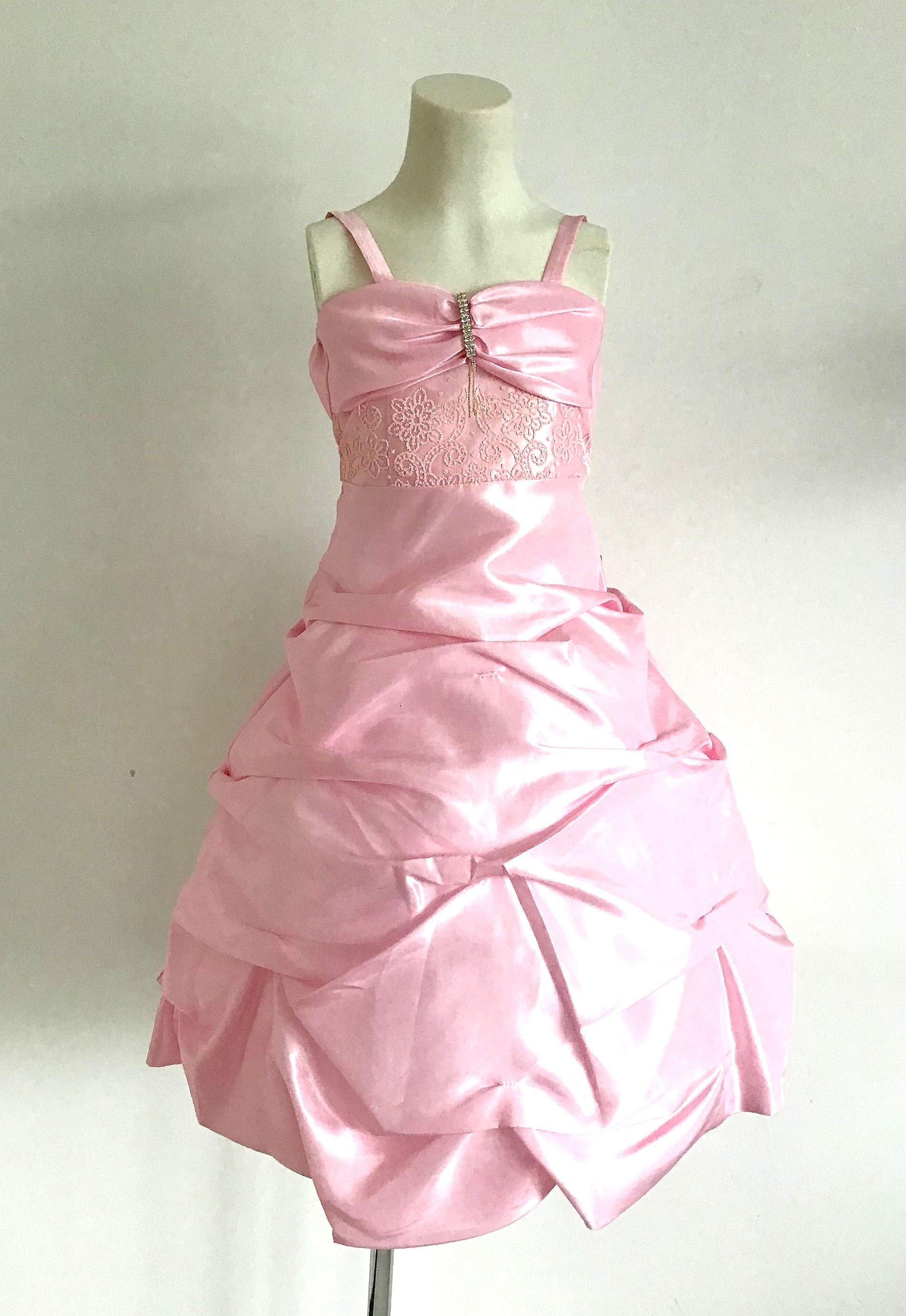 KO 036 17980.-Ft : koszorúslány gyerekruha swarovsky kristályokkal díszített selyem lamé rakott ruha
