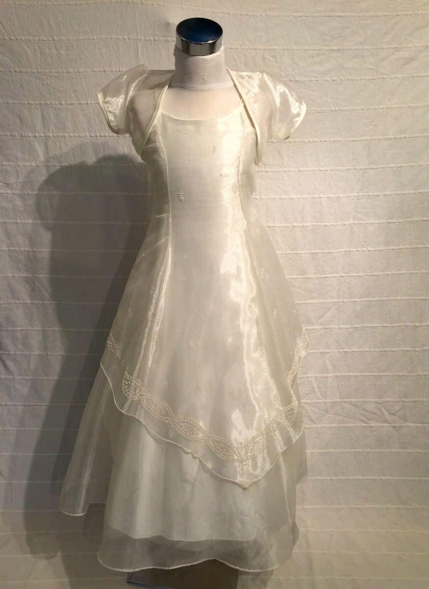 KO 147 16000.-Ft : gyöngyház színű gyerek koszorúslány ruha válán fátyolszerű széles vállkendővel A vonalú sifon ruha minden méretben