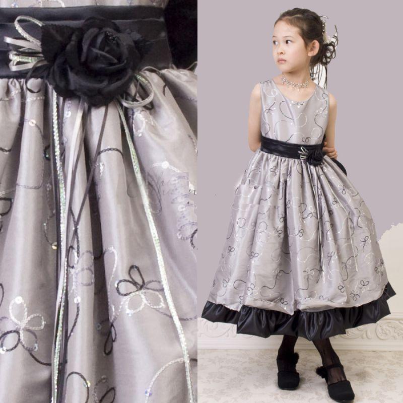 KO 136 16980.-Ft : hímzett ezüst ruha