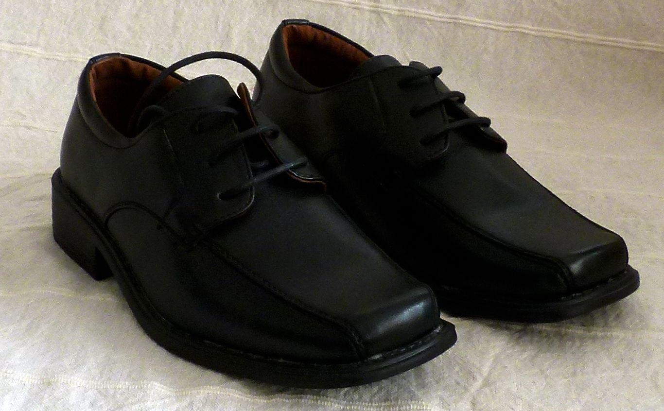 Cipő 12 : kamaszfiúknak öltönyhöz cipő