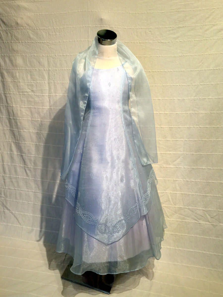 KO 145 16600.-Ft : kék gyöngyház gyerek koszorúslány ruha válán fátyolszerű széles vállkendővel A vonalú sifon ruha minden méretben