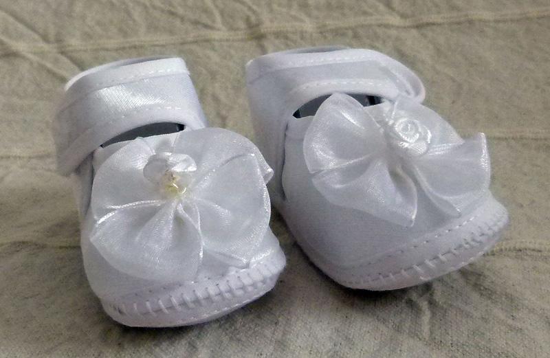 Cipő 09 3800.-FT : tépőzáras keresztelő cipő