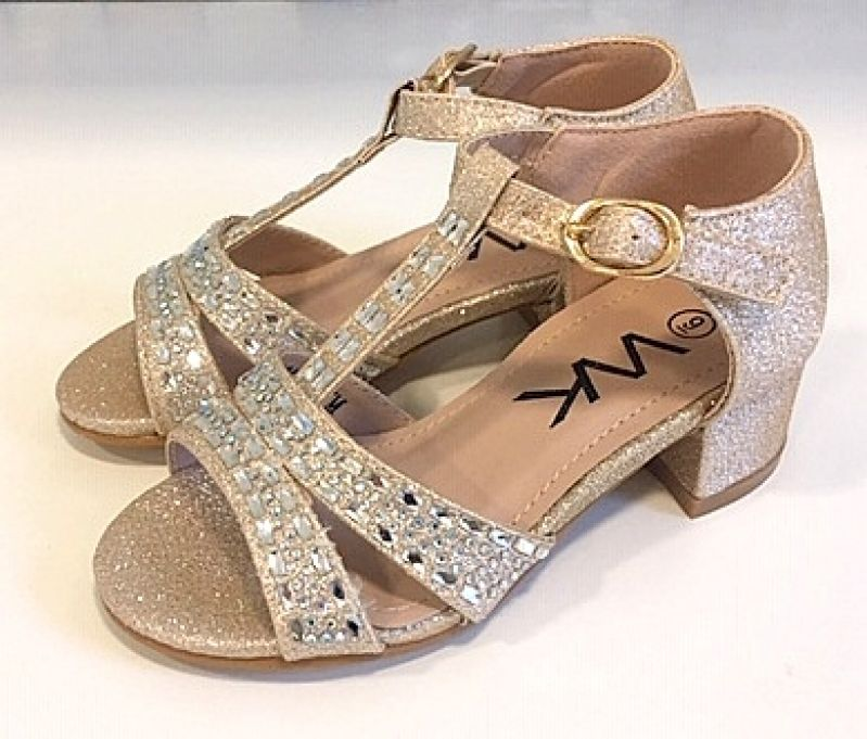 Kopogós csillogó cipő :