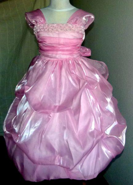 KO 012 19800.- Ft : rózsaszín fényes tüll , lamé , selyem ruha gyöngyökkel