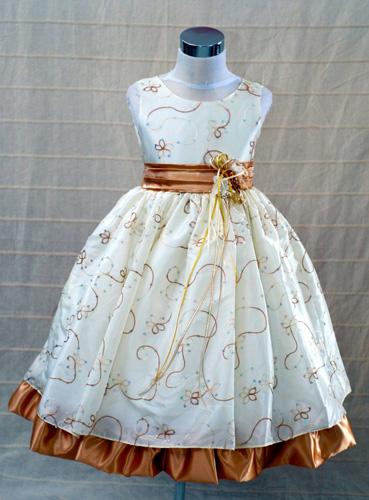 KO 044 18980.-Ft : fehér arany díszítésű  koszorúslány ruha