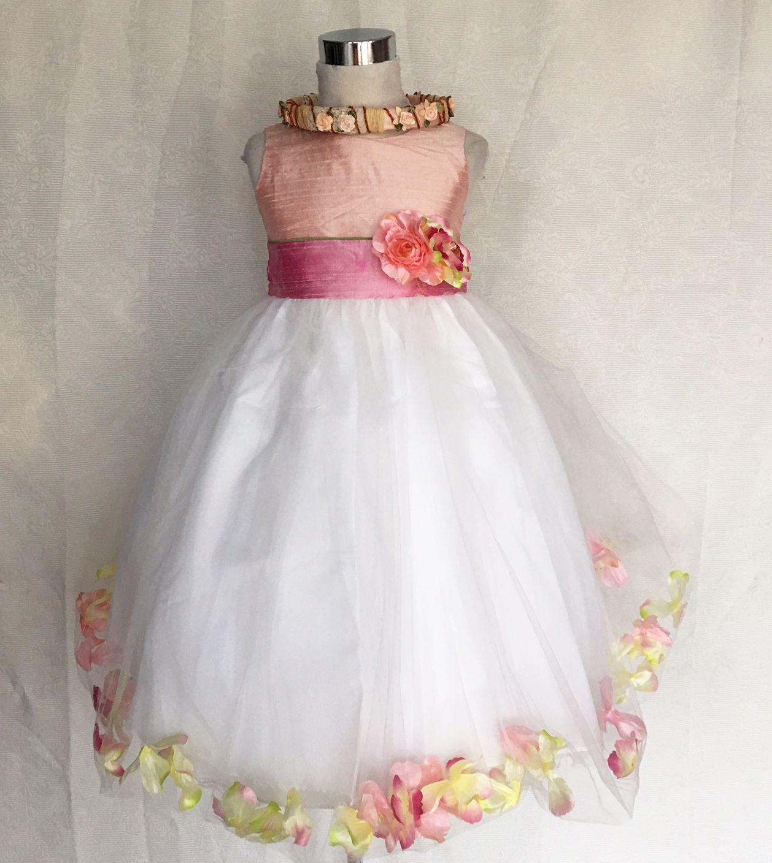 KO 019 23000.-Ft : púder rózsaszin -mályva tűl szirmos koszorúslány ruha