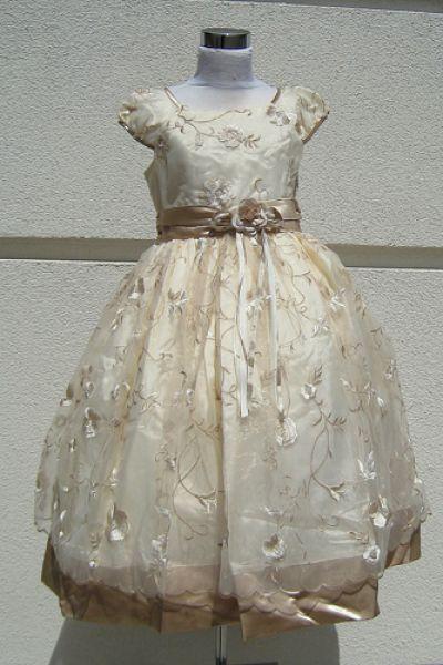 KO 017 21000.- Ft : halvány arany szállal szőtt alkalmi ruha gyerekeknek 4 rétegű alsószoknyával